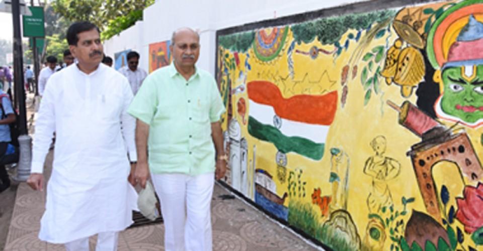 Shri Suresh Angadi MP visit at Wall Painting